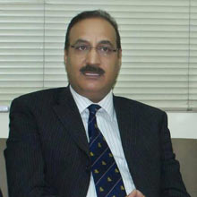 mr-Maqsood-Orthopaedic-surgeon